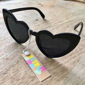 NWT Cat Eye Heart Shaped Sunglasses BLACK